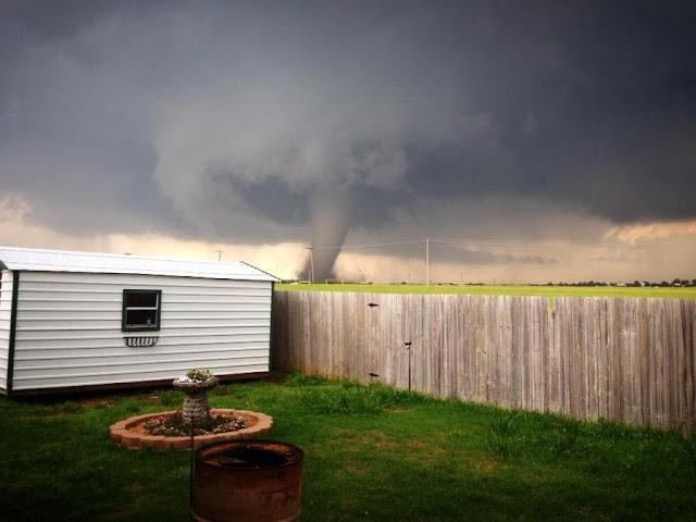Впечатляющий любительский кадр одного из торнадо Оклахоме