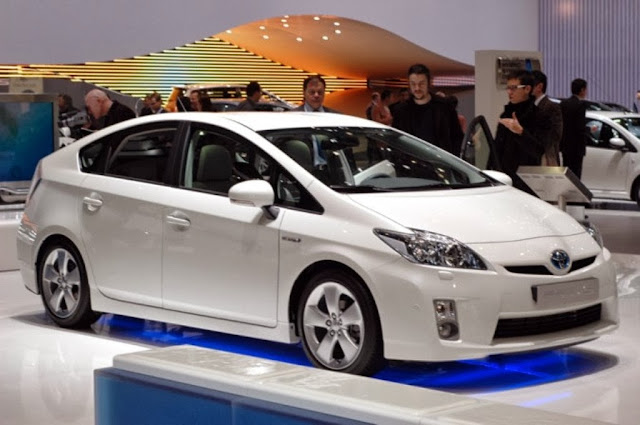Toyota Prius 2014 HD Pictures
