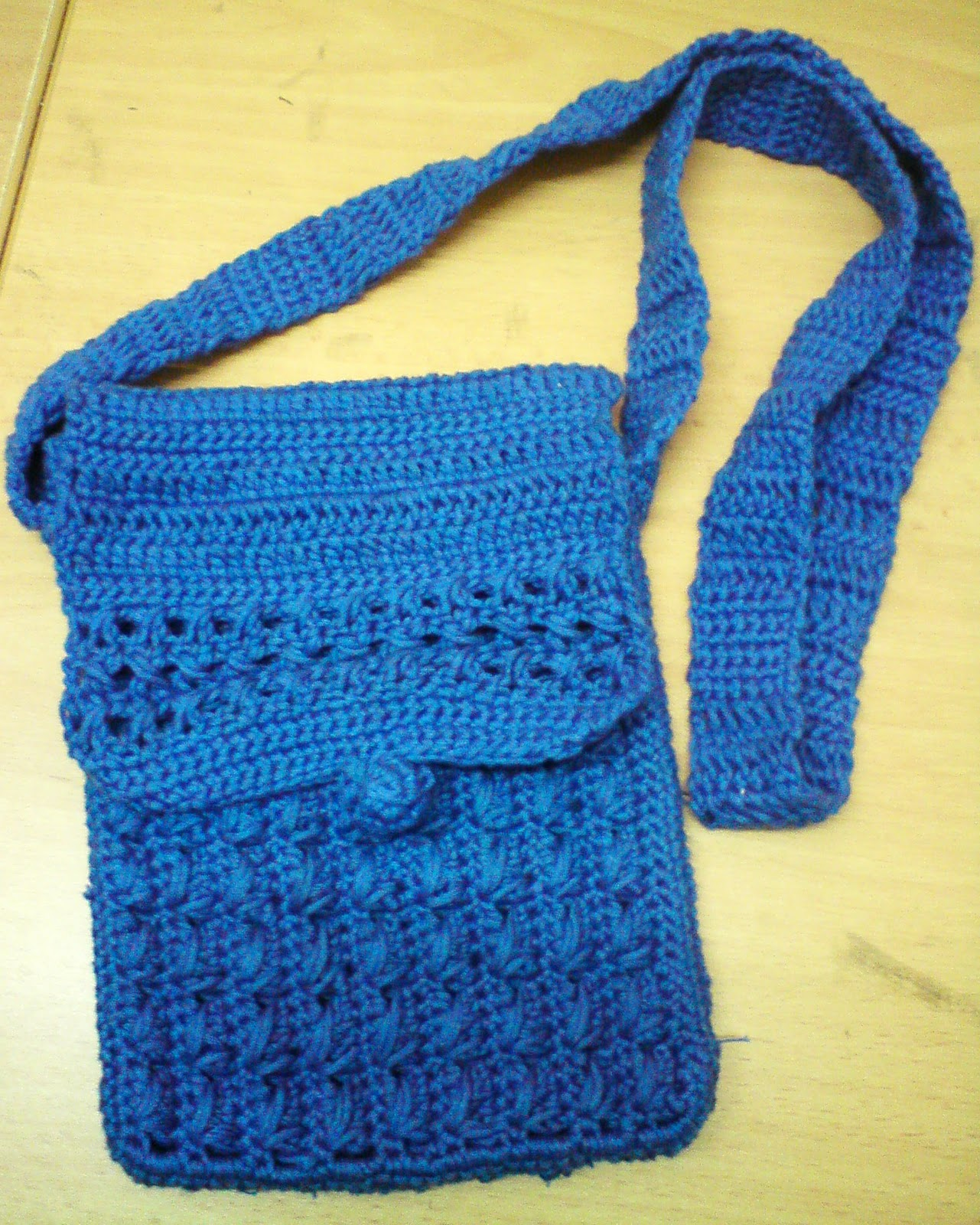 stitching whiskers: Crochet Sling Bag