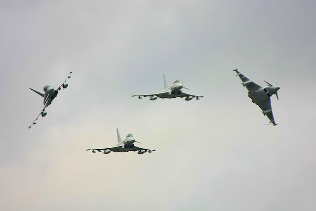 Eurofighter Typhoon formation flight