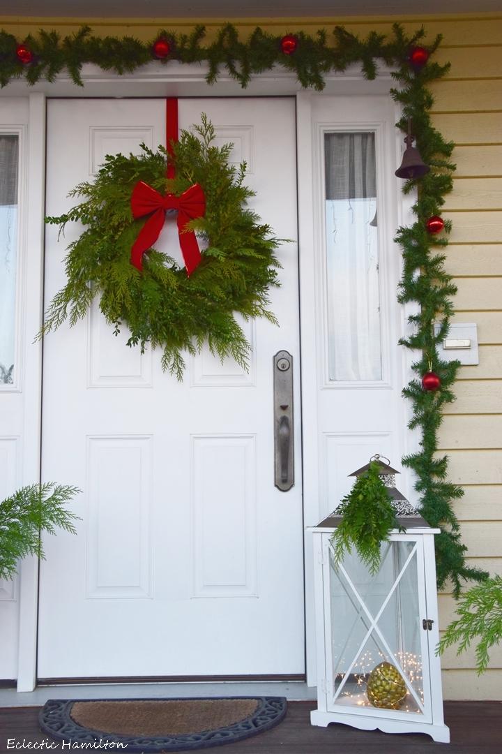 veranda im weihnachtlichem kleid eclectic hamilton. Black Bedroom Furniture Sets. Home Design Ideas