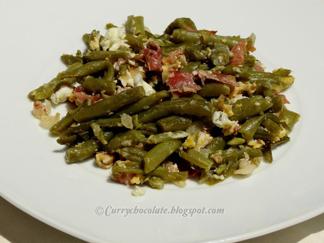 Green beans stir-fried with ham and eggs