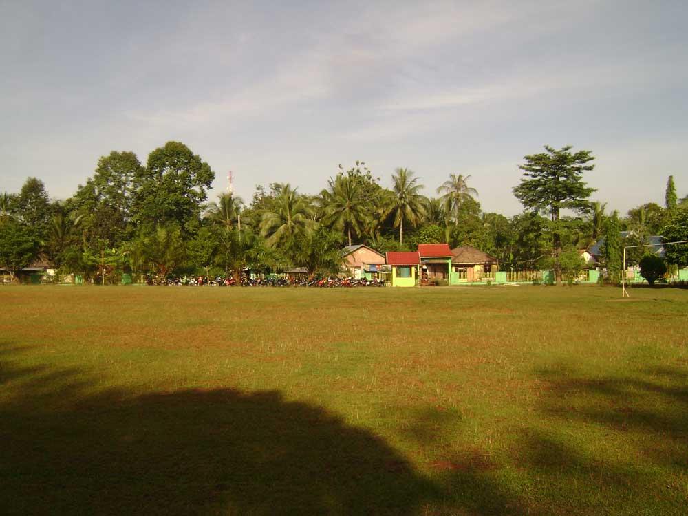 Lapangan Bola Ke Arah Gerbang Smp Negeri Megang Sakti