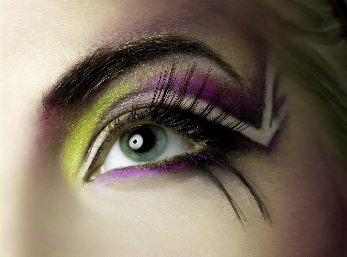 http://4.bp.blogspot.com/-anf5UW4T0AQ/TesL7BmIH0I/AAAAAAAABgE/-WRvXUnCQ8U/s1600/Eye-Makeup-In-Pakistan-11.jpg