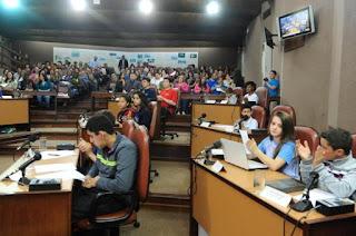 http://pioneiro.clicrbs.com.br/rs/geral/cidades/noticia/2015/10/veja-projetos-de-alunos-de-caxias-apresentados-no-vereador-por-um-dia-4881852.html