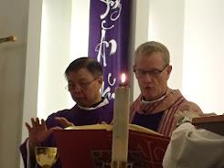 Hình: Đức Giám mục đến thăm mục vụ giáo xứ