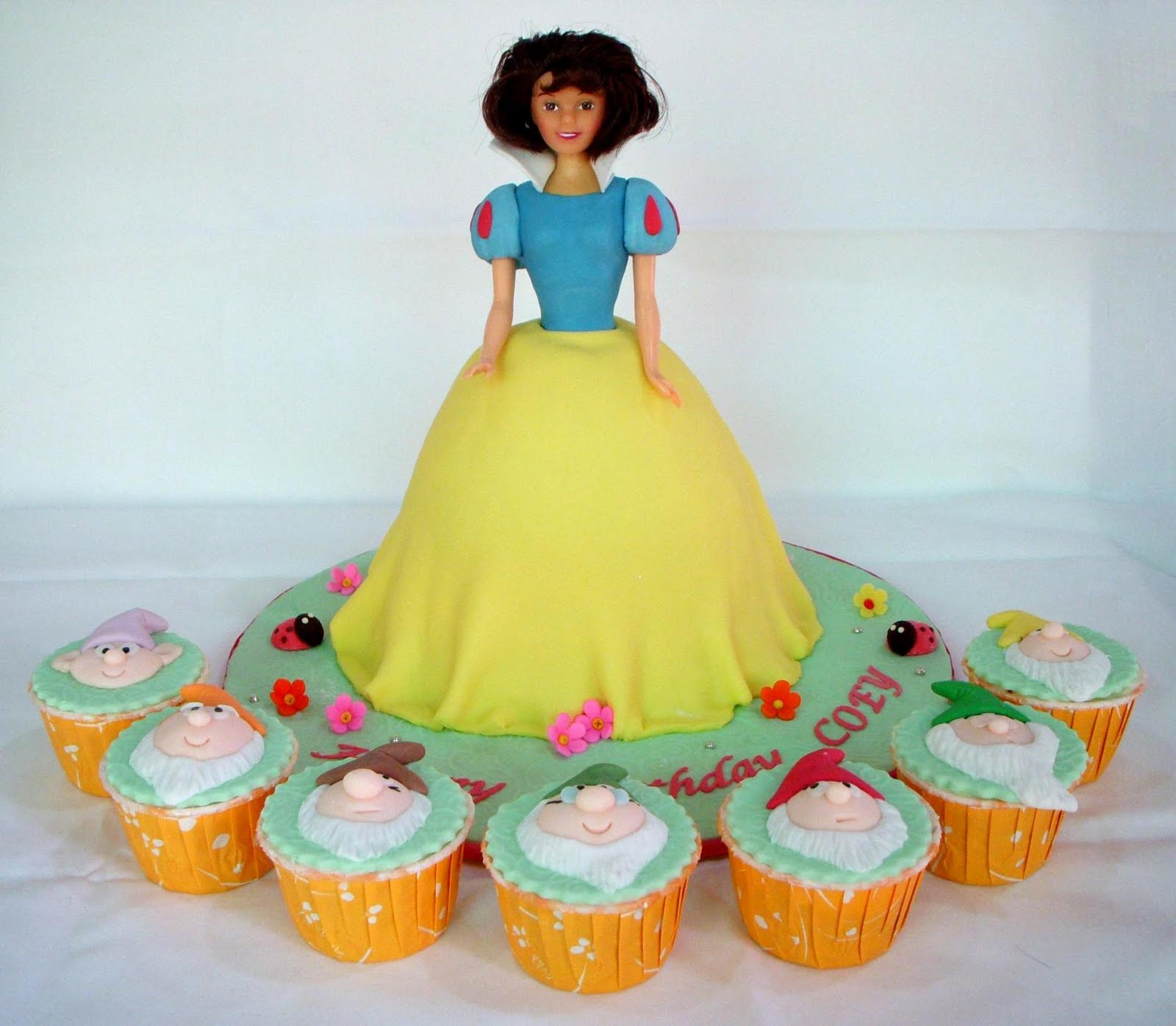 Bearylicious Cakes Snow White And Seven Dwarfs