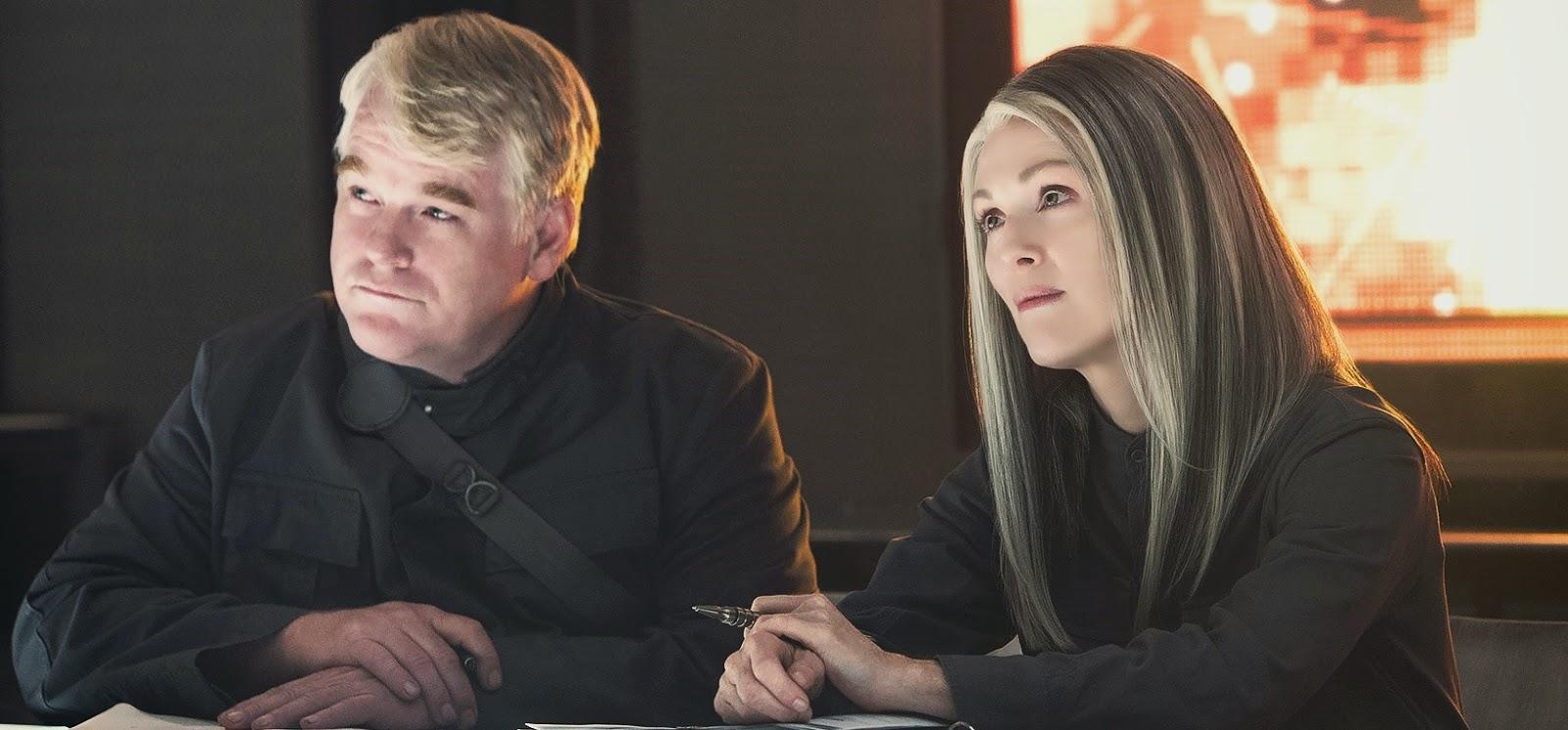 Confira as primeiras imagens oficiais de Jogos Vorazes: A Esperança - Parte 1, com Julianne Moore e Philip Seymour Hoffman
