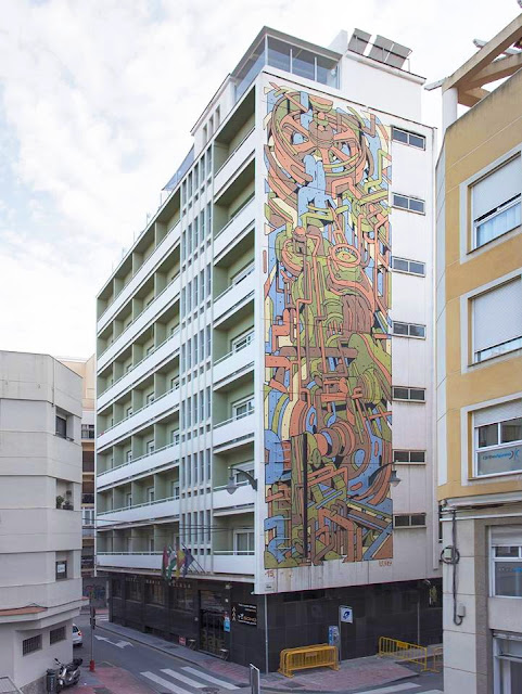 Aryz recently wrapped up his latest large mural, this time painted in the art district of Malaga for their ongoing MAUS Malaga project. Working on a 7 storey facade of the Bahia Malaga, Spanish artist created a new piece in his abstract series which he's been working on lately.