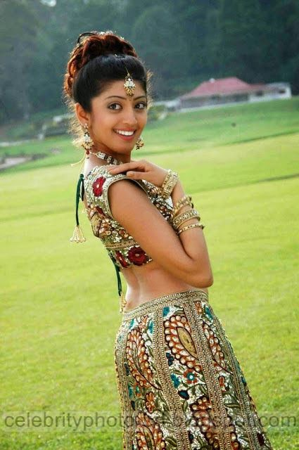 Telugu%2BActress%2BPranitha%2BHot%2BJuciy%2BNavel%2BShow%2BStills%2BPhotos007