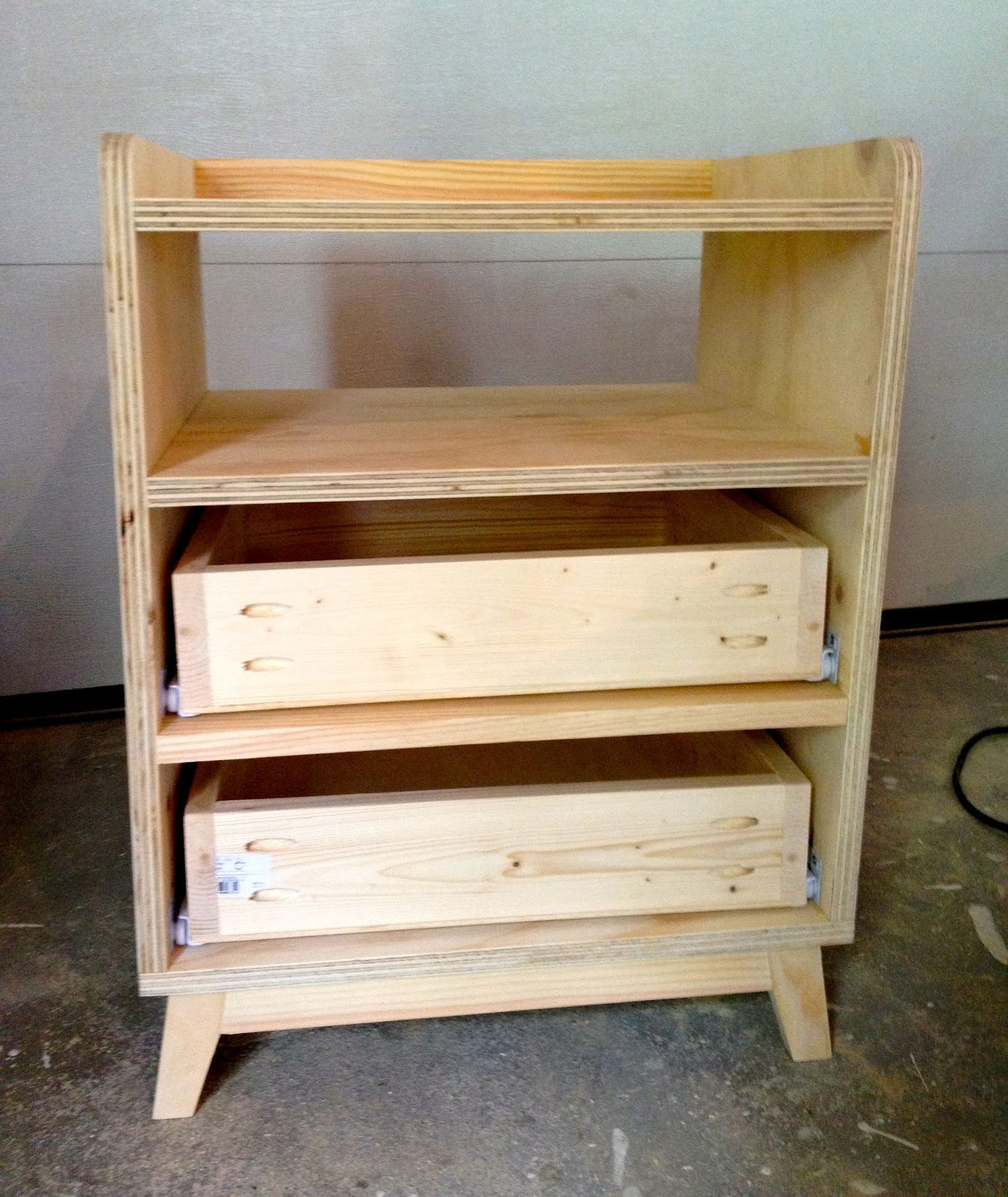 build a nightstand ~ peeinn
