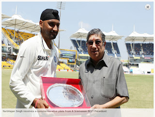 Harbhajan-Singh-receives-commemorative-plate-IND-vs-AUS-1st-Test