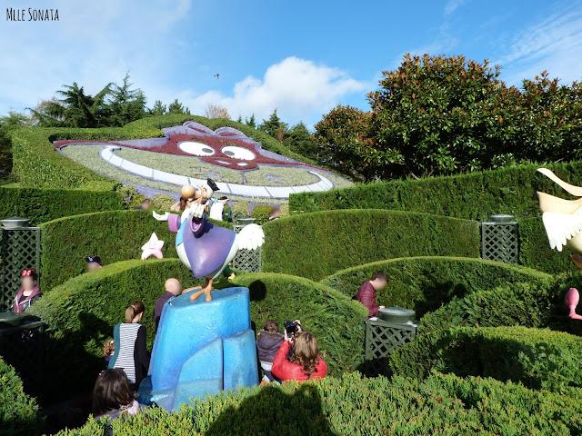 Labyrinthe d'Alice aux pays des merveilles. Disneyland Paris.