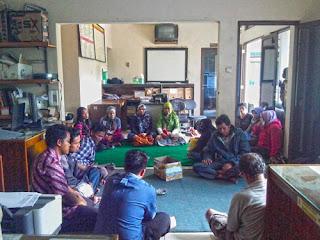Pertemuan Rutin Pengelolaan Air Bersih Desa Ciburial
