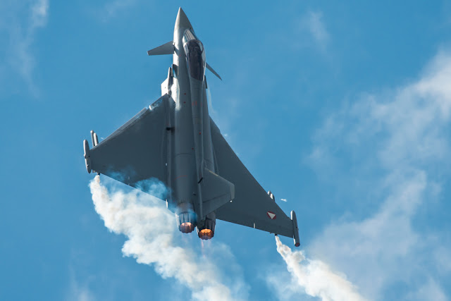Eurofighter Typhoon vertical climb