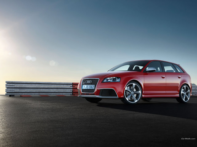 Side image of Audi RS3