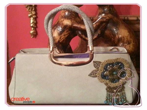 Bolso de mano decorado con cápsulas de Nespresso por Sylvia Lopez Morant