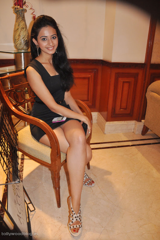Keratam Actress Rakul Preet Sign Photos hot images