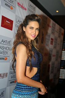 Esha Gupta Showstopper at LFW 2014 (15).jpg