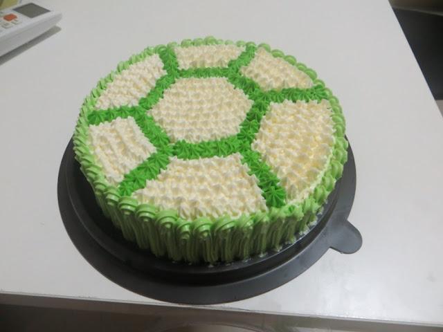 Торт с рисунком формы мяча из Теско