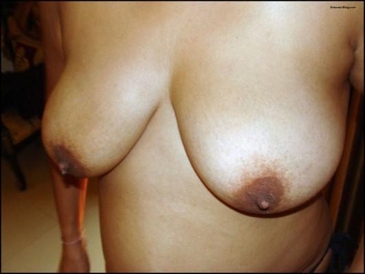 Desi Aunty Nude in Goa pics