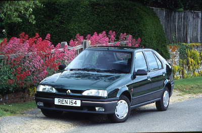 Renault 19 hatchback, this is the facelifted phase 2 19