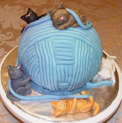 Yarn Ball & Cats Cake 2