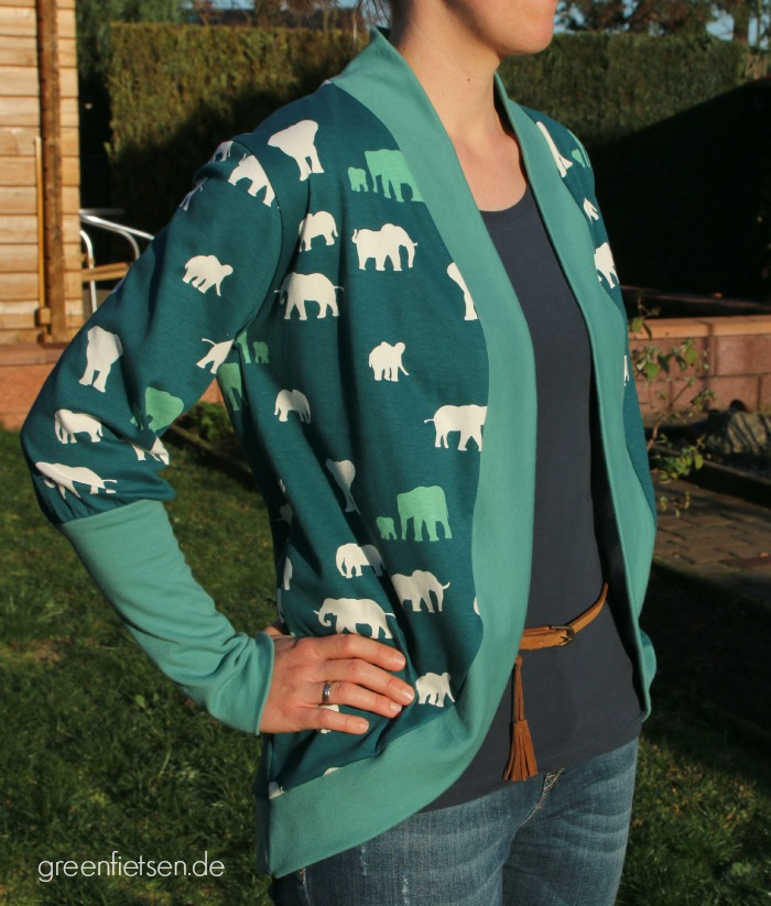 My cuddle me | Cardigan aus grünem Biojersey mit Elefanten