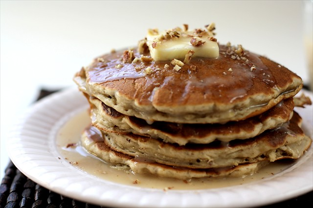 BANANA PECAN PANCAKES with BUTTER SYRUP + TIPS FOR FLUFFY PANCAKES ...
