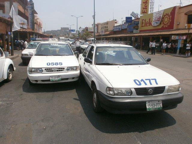Resultado de imagen para fotos taxis zihuatanejo