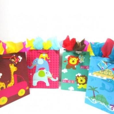 contamos con una gran variedad de envolturas bolsas y cajas de todo tipo y tamao para tus regalos de toda ocasion