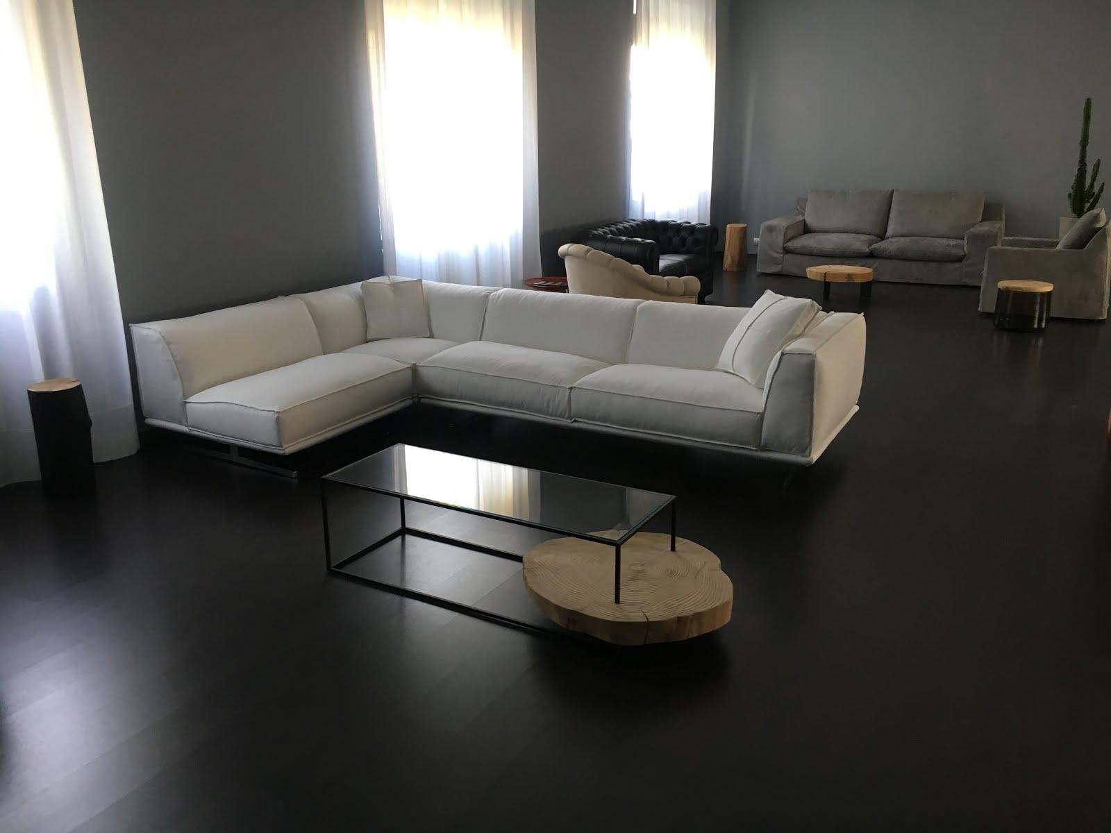 Work in progress nuovo spazio espositivo nuovi divani e for Nuovo arredo divani letto