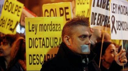 "España aprueba la ""Ley Mordaza"""