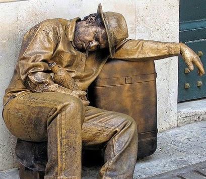 hombre-estatua-sentado