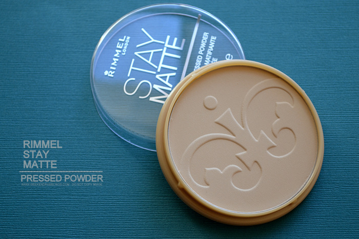 Rimmel Stay Matte Pressed Powder Translucent 001 - Review Photos Swatches