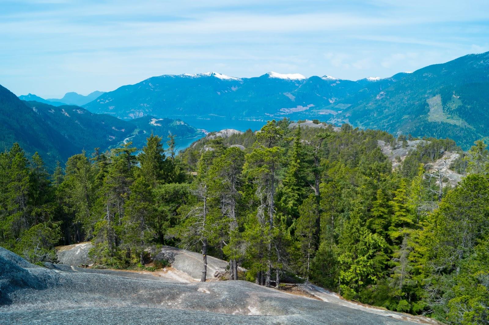 виды на залив с третьей вершины горы Stawamus Chief
