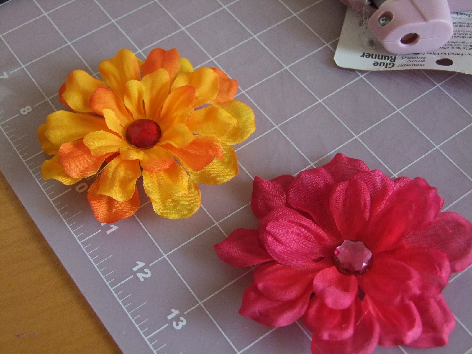 Oh sew knotty tko flower hair clips these flower hair clips are so easy to make definitely not worth the 4 that they charge in the store and they make a great gift for girls and women mightylinksfo