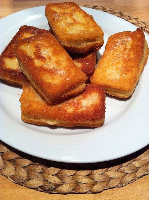 Mozzarella empanada