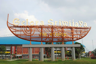 Lelah dengan aktifitas kerja selama lima hari penuh menciptakan beberapa  warga kota Palembang Objek wisata Jakabaring Sport Center Palembang