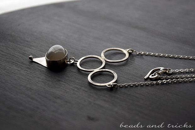 Girocollo in argento con pietra di luna incastonata
