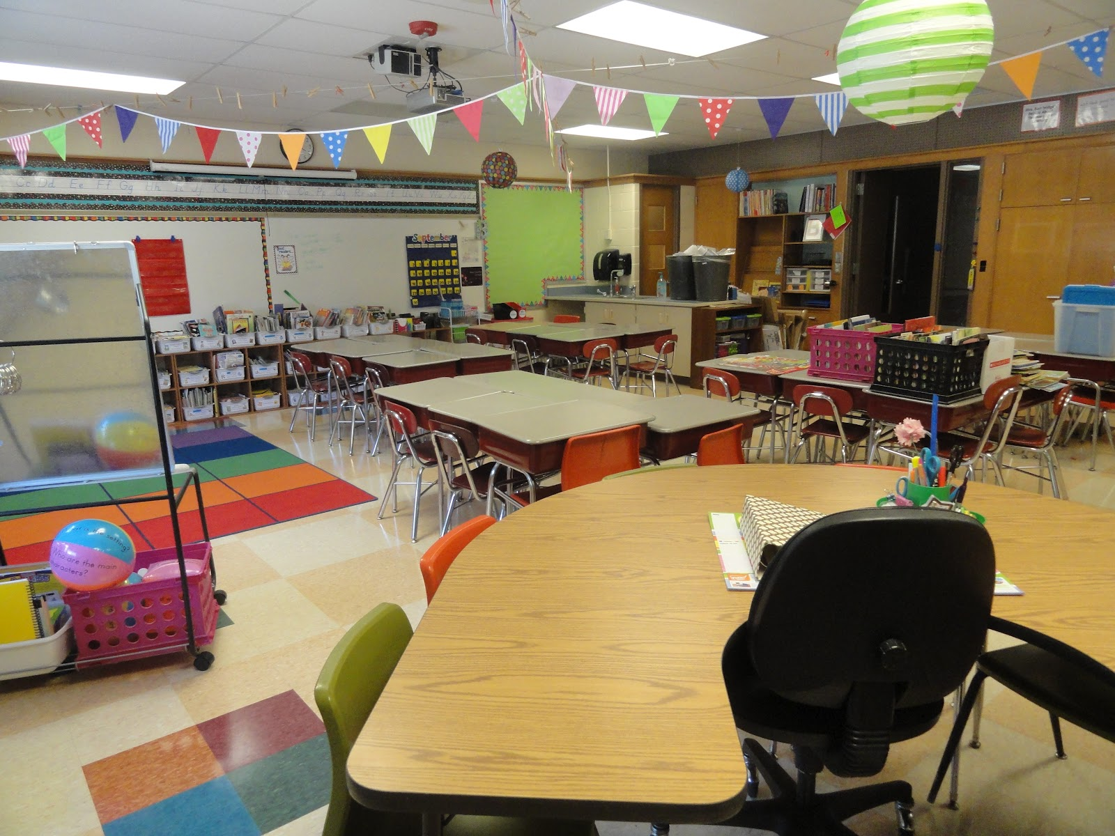 Classroom Setup Ideas ~ Bunting books and bright ideas classroom set up day