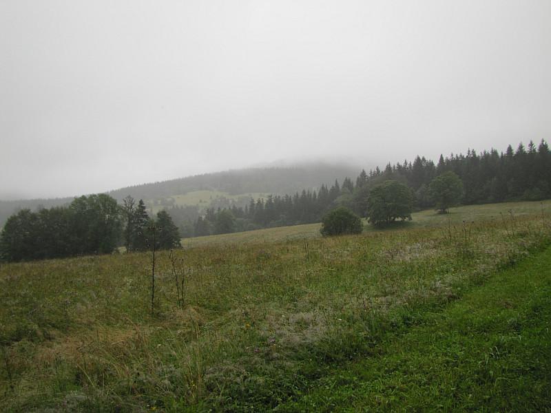 Przełęcz pod Lemešnou (800 m n.p.m.).