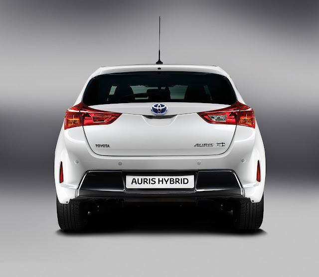 Toyota Auris Hibrid back