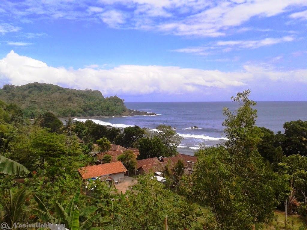Pantai Wediombo dari area parkir