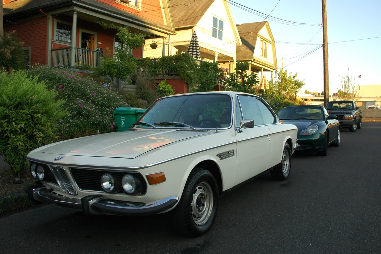 OLD PARKED CARS BMW CS - 3 0 bmw