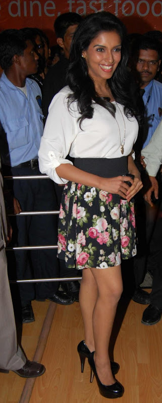 Asin Promotes Ready Film At Provogue Store gallery pictures