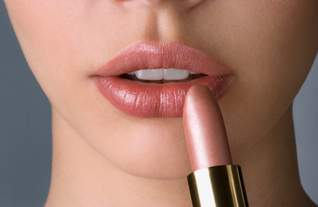 Cara Merias Wajah dengan Lipstik