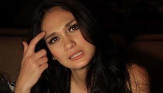 wanita paling seksi di Indonesia luna maya