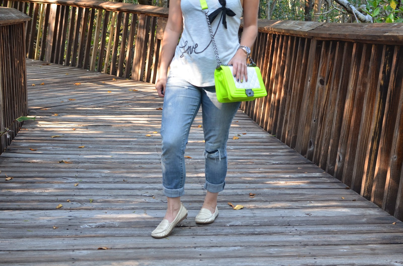 Neon bag - tank top - statement necklace - #emma_sophia