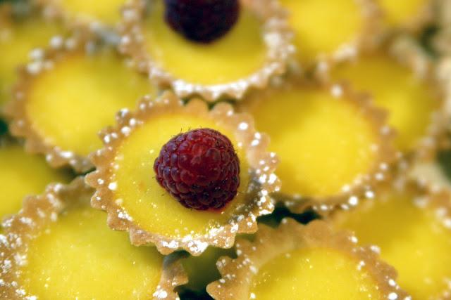 Cestini di Pasta Frolla con Crema Pasticcera - Ricetta